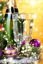 Фотография Новый год Игристое вино Бокалы Двое Шарики Бутылка