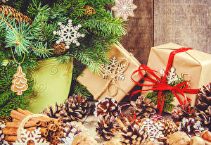Обои Рождество Корица Ветвь Шишки Шар Подарки