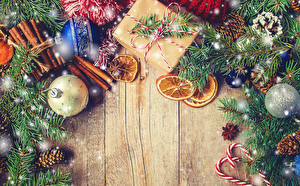 Обои Рождество Корица Бадьян звезда аниса Апельсин Доски Ветки Шарики Шишки Подарки