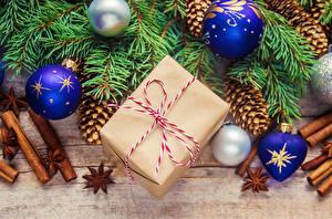 Фотографии Рождество Корица Бадьян звезда аниса Доски Ветки Шар Подарки Шишки
