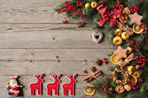 Картинка Новый год Печенье Олени Яблоки Корица Доски Ветвь Дизайн Дед Мороз Шишки Пища