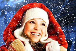 Фото Новый год Лицо Улыбка Зубы Снег Девушки