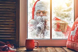 Фото Рождество Пальцы Окно Санта-Клаус Чашка Смотрит