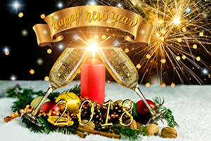 Картинки Рождество Праздники Шампанское Свечи 2018 Бокалы Английский Шарики Еда