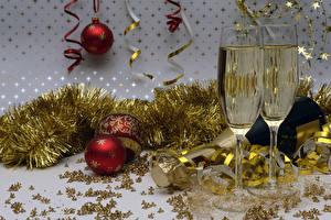 Картинка Новый год Праздники Шампанское Бокалы Шар Бутылка Пища