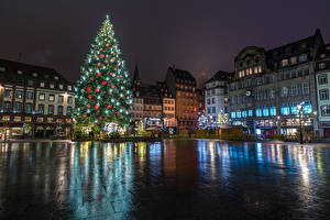 Фотографии Новый год Праздники Франция Страсбург Здания Городская площадь Елка Ночные