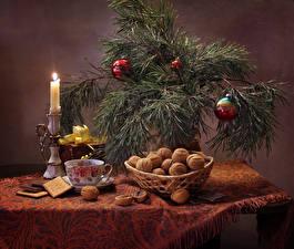 Картинка Рождество Праздники Натюрморт Орехи Свечи Печенье Грецкий орех Ветки Шарики Чашка Пища