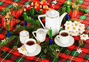 Картинка Новый год Праздники Сервировка Свечи Чайник Печенье Яблоки Ветвь Чашка Подарки Пища
