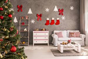 Обои Новый год Интерьер Новогодняя ёлка Диван Носки Бантик Подушки