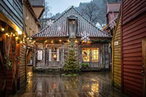 Фото Новый год Норвегия Здания Елка Электрическая гирлянда Снежинки Уличные фонари Деревянный Bryggen Города