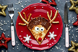 Фотография Рождество Блины Олени Нож Серый фон Тарелка Дизайн Вилка столовая Снежинки Еда