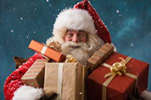 Картинка Рождество Санта-Клаус Шапки Подарки Снег