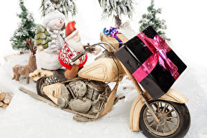 Обои Новый год Снегоход Снеговики Подарки Санта-Клаус