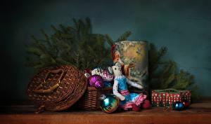 Фотография Рождество Натюрморт Ветки Подарки Шарики Корзина Кукла