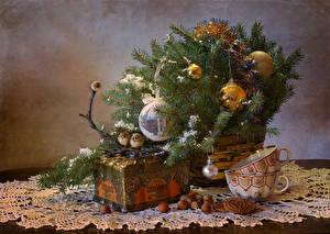 Обои Новый год Натюрморт Печенье Орехи Птицы Ветки Шарики Чашка Клад Еда