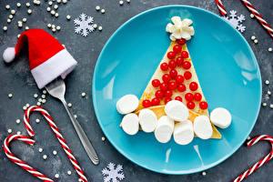 Фотографии Рождество Сладости Ягоды Тарелка Снежинки Шапки Дизайн Зефирки Пища