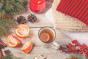 Картинка Новый год Чай Мандарины Ягоды Ветвь Шишки Кружка Продукты питания