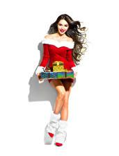 Обои Новый год Белый фон Шатенка Улыбка Подарки Сапоги Платье