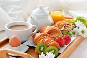 Фото Круассан Кофе Киви Завтрак Продукты питания
