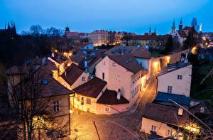 Обои Чехия Прага Дома Вечер Улице Уличные фонари Крыша