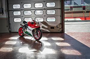 Картинка Дукати 2017 1299 Panigale R  Final Edition