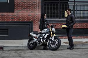 Обои Дукати Мотоциклист Двое 2018 Scrambler 1100 Special Девушки