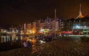 Картинка Франция Здания Причалы Вечер Речные суда Honfleur Города