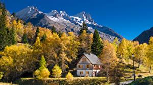Картинки Франция Горы Дома Осень Альпы Деревья Pre-Clot