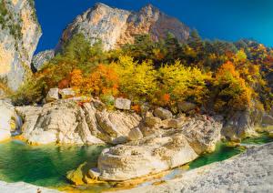 Фотография Франция Горы Речка Осенние Альпы Утес Деревья Aiglun