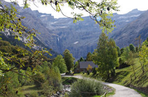 Картинки Франция Горы Дороги Деревья Gavarnie Pyrenees Природа