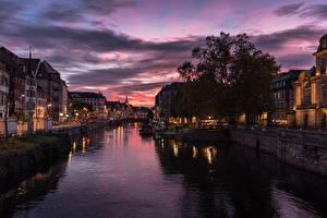 Картинка Франция Страсбург Дома Речка Вечер Пристань Города