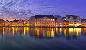 Картинки Германия Здания Речка Вечер Бавария Landshut Города