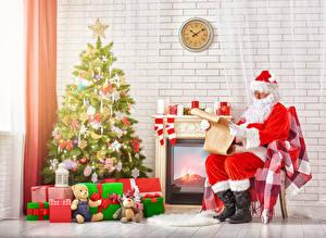Фотография Праздники Новый год Плюшевый мишка Свечи Часы Стенка Новогодняя ёлка Подарки Санта-Клаус Сидит