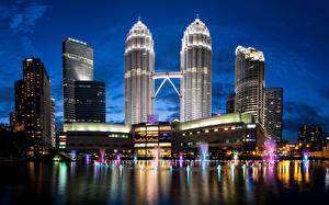 Фотография Здания Небоскребы Малайзия Ночные Куала-Лумпур Petronas Towers