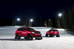 Фотографии Nissan Вдвоем Красная Снеге 2016 Rogue Winter Warrior Concept Автомобили