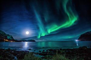 Картинки Норвегия Лофотенские острова Речка Пейзаж Северное сияние Ночные Луна