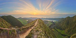Обои Португалия Рассветы и закаты Горы Мох Тропа Azores Природа