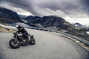 Картинка Дороги Мотоциклист В шлеме 2018 Husqvarna Vitpilen 701 Мотоциклы