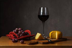 Фотография Натюрморт Вино Виноград Сыры Разделочная доска Бокалы Пища