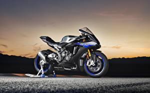 Картинки Ямаха Сбоку 2018 YZF R1M Мотоциклы