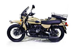 Фото Белый фон Сбоку 2016-18 Ural Gear Up Sahara Мотоциклы