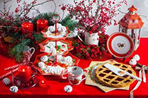 Картинка Рождество Ягоды Пирог Сладости Свечи Тарелка Чашка Фонари Продукты питания
