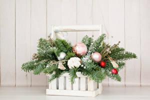 Фото Новый год Букеты Доски Корзинка Ветки Шар Цветы