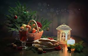 Картинки Рождество Натюрморт Свечи Фрукты Выпечка Напиток Орехи Фонарь Ветвь Корзинка Бокал Пища