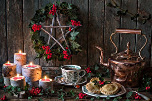 Фотография Рождество Натюрморт Чайник Печенье Свечи Ягоды Чашка Ветки Еда