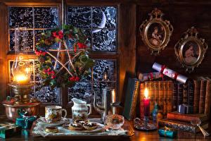 Фото Рождество Натюрморт Сладости Пирожное Свечи Керосиновая лампа Рябина Кувшин Чашка Книга Пища