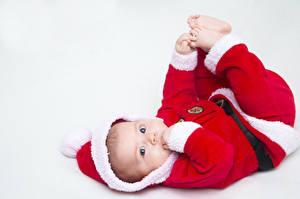 Фотография Новый год Белым фоном Младенцы Униформе Взгляд ребёнок