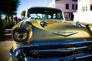 Картинка Крупным планом Старинные Шевроле Спереди Фары Золотой Bel Air Автомобили