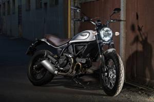 Фотография Ducati 2015-17 Scrambler Classic Мотоциклы