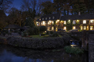 Картинки Англия Здания Речка Вечер Кусты village Bibury Gloucestershire Города